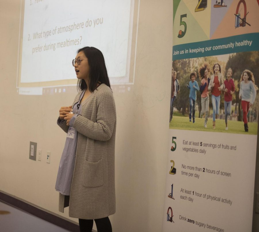 PAMF+employee+provides+presentation+on+how+to+keep+healthy+nutrition.